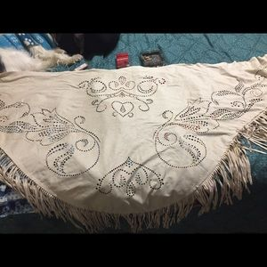 Women's beige scarf with fringes
